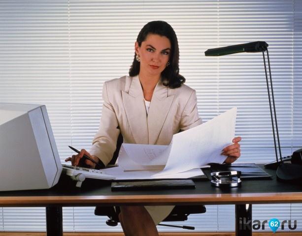 Директриса наказывает у себя в кабинете подчиненного — photo 1